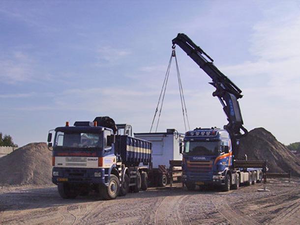 Kraan met jib en lier 175 ton/meter hijshhogte tot 42 meter