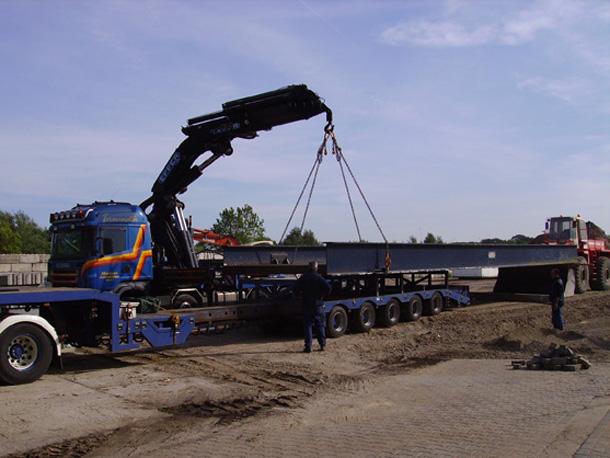 Kraan met jib en lier 175 ton/meter hijshhogte tot 42 meter - Bouwmateriaal lossen